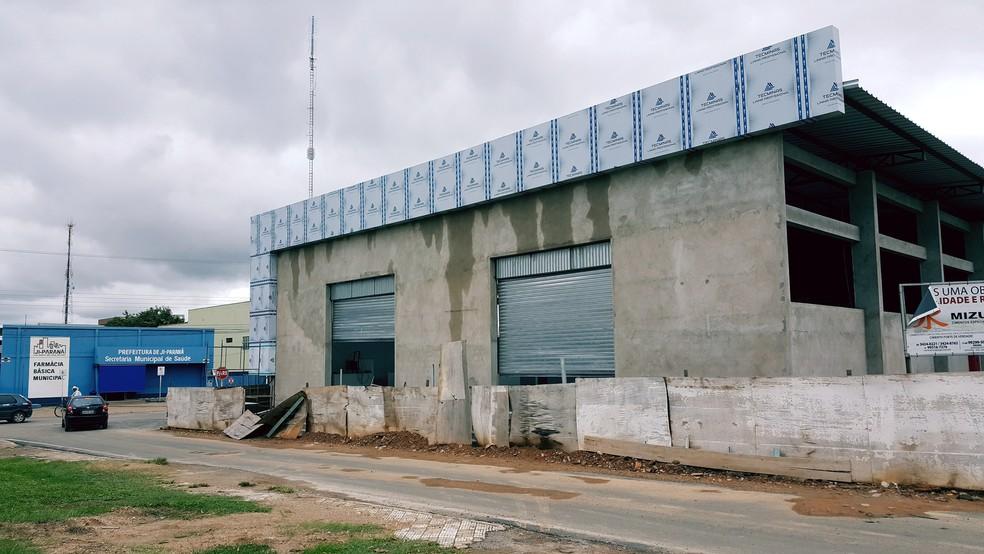 Feirão do Produtor foi construído a cerca de 25 anos e passa por reforma (Foto: Marco Bernardi/G1)