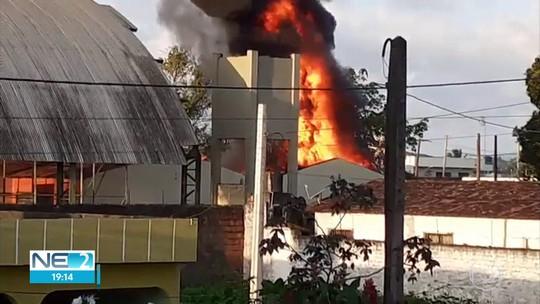 Incêndio atinge sala de escola estadual em Goiana; veja vídeo