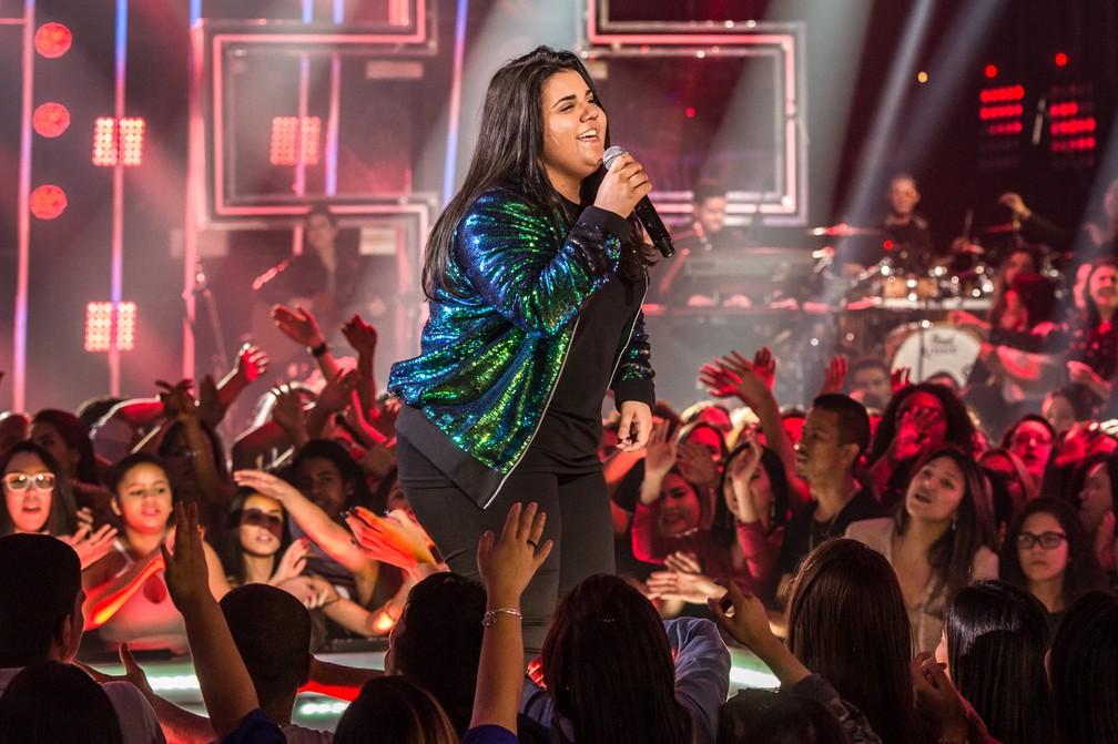 -  A cantora Yasmin Santos canta no programa   34;Só toca top  34;, da TV Globo  Foto: Fábio Rocha/Globo