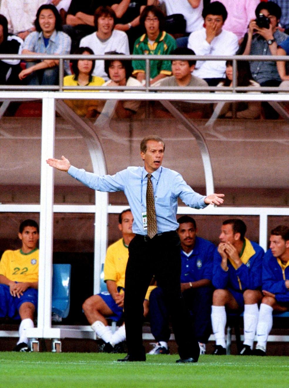 Emerson Leão Brasil x Camarões Copa das Confederações 2001  — Foto: Tony Marshall/EMPICS via Getty Images