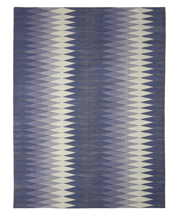 ByKamy-  Tapete dhurie ghana blue multi, tapete indiano, produzido em ponto dhurie com lã rústica e algodão, de R$ 504 por R$ 252. (Foto: Divulgação )