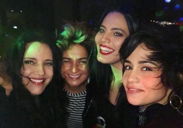 Nanda Costa com Lan Lan, Ana Carolina e Letícia Lima (Foto: Reprodução)