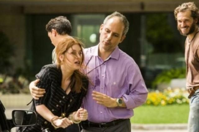 Cena da prisão de Eliza (Marina Ruy Barbosa) em 'Totalmente demais' (Foto: TV Globo)