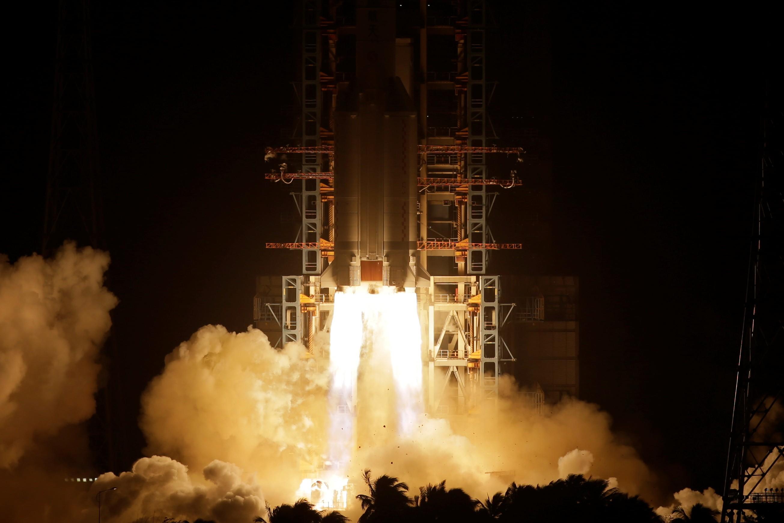 Nave chinesa pousa na Lua para coletar amostras lunares
