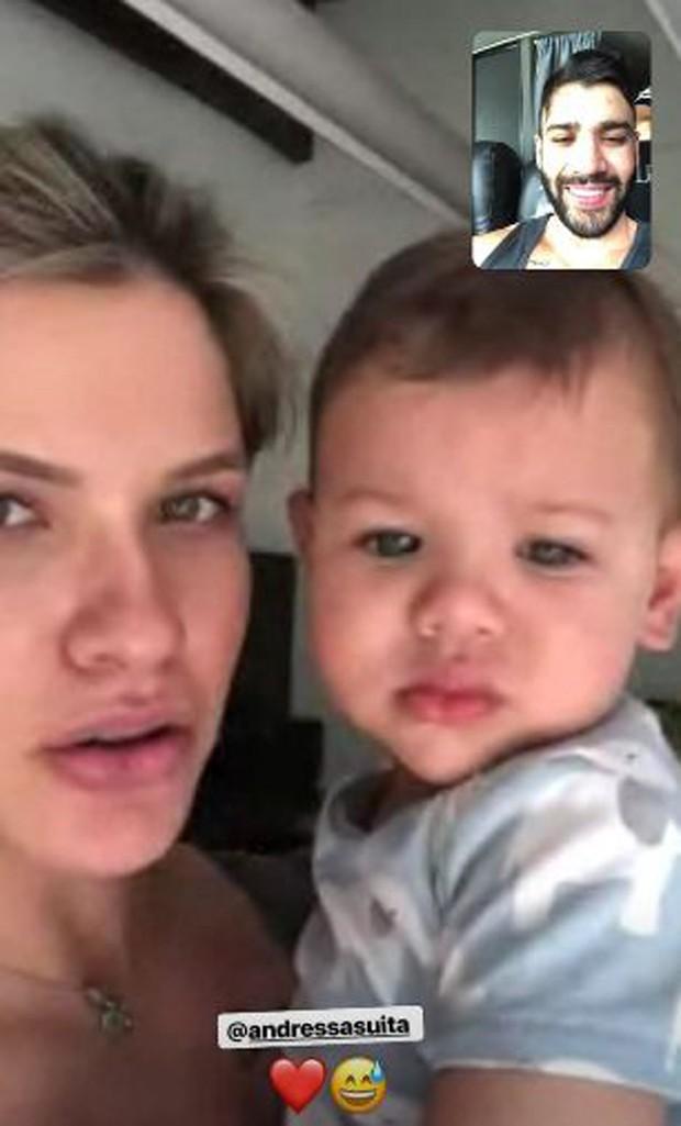 Andressa Suita com Gabriel falando com Gusttavo Lima (Foto: Reprodução/Instagram)