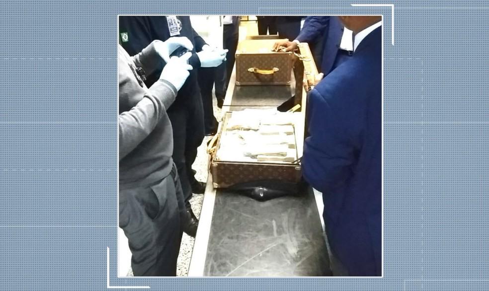 Agentes da PF e da Receita encontraram o dinheiro e as joias em 19 malas não diplomáticas da Guiné Equatorial — Foto: Reprodução/EPTV