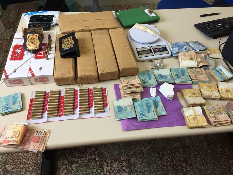 Material apreendido foi levado para delegacia (Foto: Polícia Civil/Divulgação)