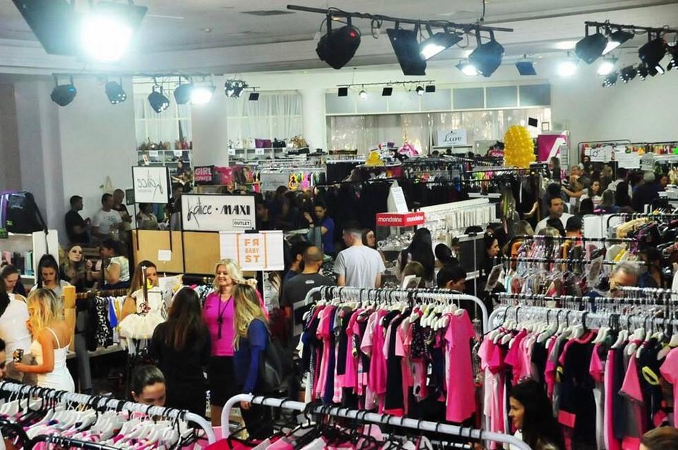 O evento reúne compras e solidariedade e terá mais de 70 lojas com descontos de até 70%. — Foto: Divulgação.