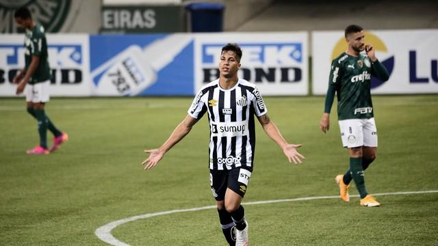 Kaio Jorge, do Santos, comemora gol contra o Palmeiras