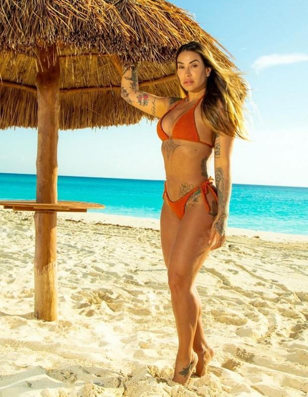 Dani Bolina curte Cancún (Foto: @varvarsky / Renato Cipriano - Divulgação)