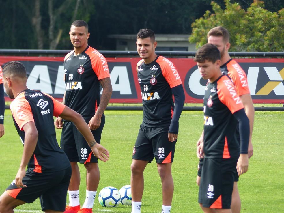 9a6f38c35272f Atlético-PR x Corinthians  Furacão terá o retorno de titulares  veja ...