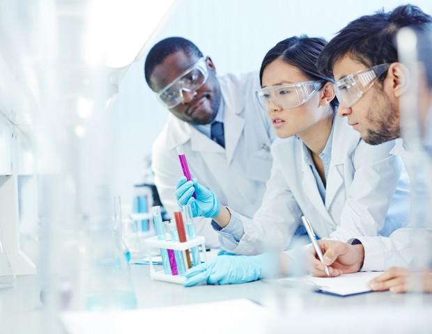Apenas 28% dos pesquisadores no mundo são mulheres (Foto: Thinkstock)