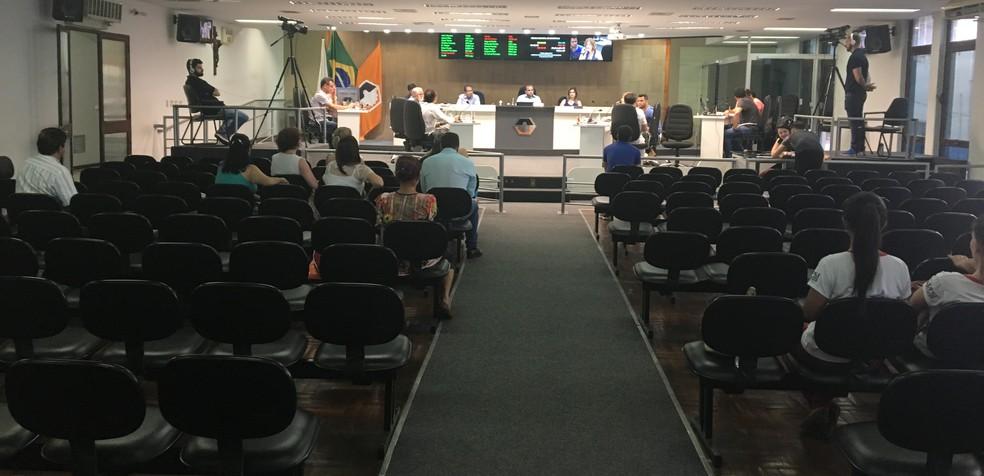 -  População não compareceu a prestação de contas que foi marcada por questionamentos  Foto: Carina Lelles/G1