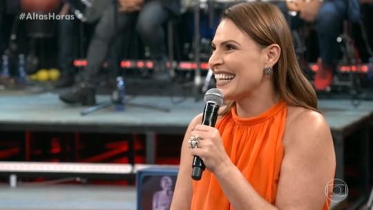 Laura Muller ouve pergunta inusitada no palco do 'Altas Horas'