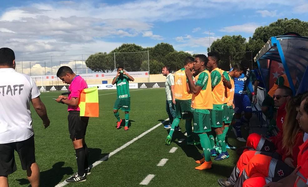 Jogadores do Palmeiras no banco de reservas comemoram um dos gols contra o Real Madrid (Foto: Divulgação)