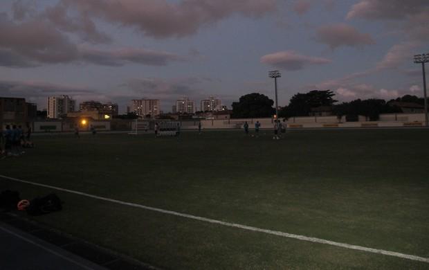 Botafogo treina no escuro (Foto: Thales Soares)