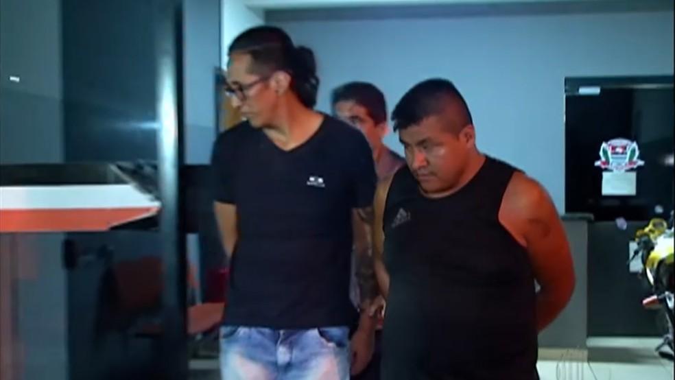 Miguel Alvaro Bautista Silva e Roberto Kally Javier foram presos suspeitos de participar da morte de família boliviana — Foto: Reprodução/TV Diário