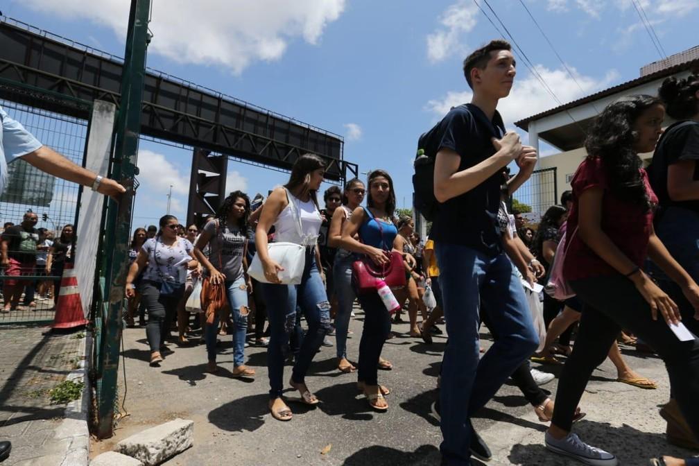 Portões abrem para candidatos do Enem na Unifor — Foto: SVM