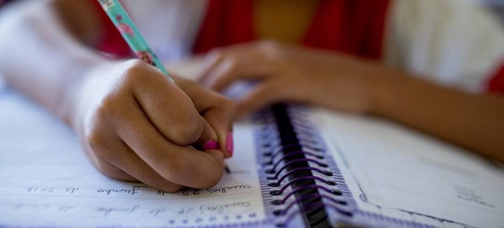Aluno estudando em Mato Grosso, Seduc, MT, Cuiabá (Foto: Gcom-MT)