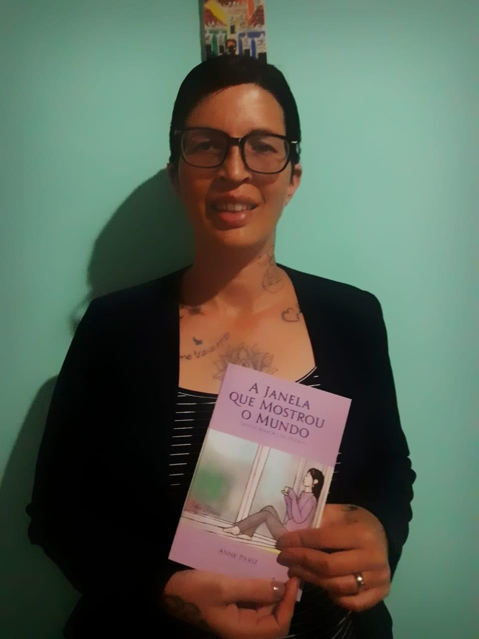 Fisioterapeuta lança livro de poesias em que narra a luta de quem sofre transtornos mentais - Noticias