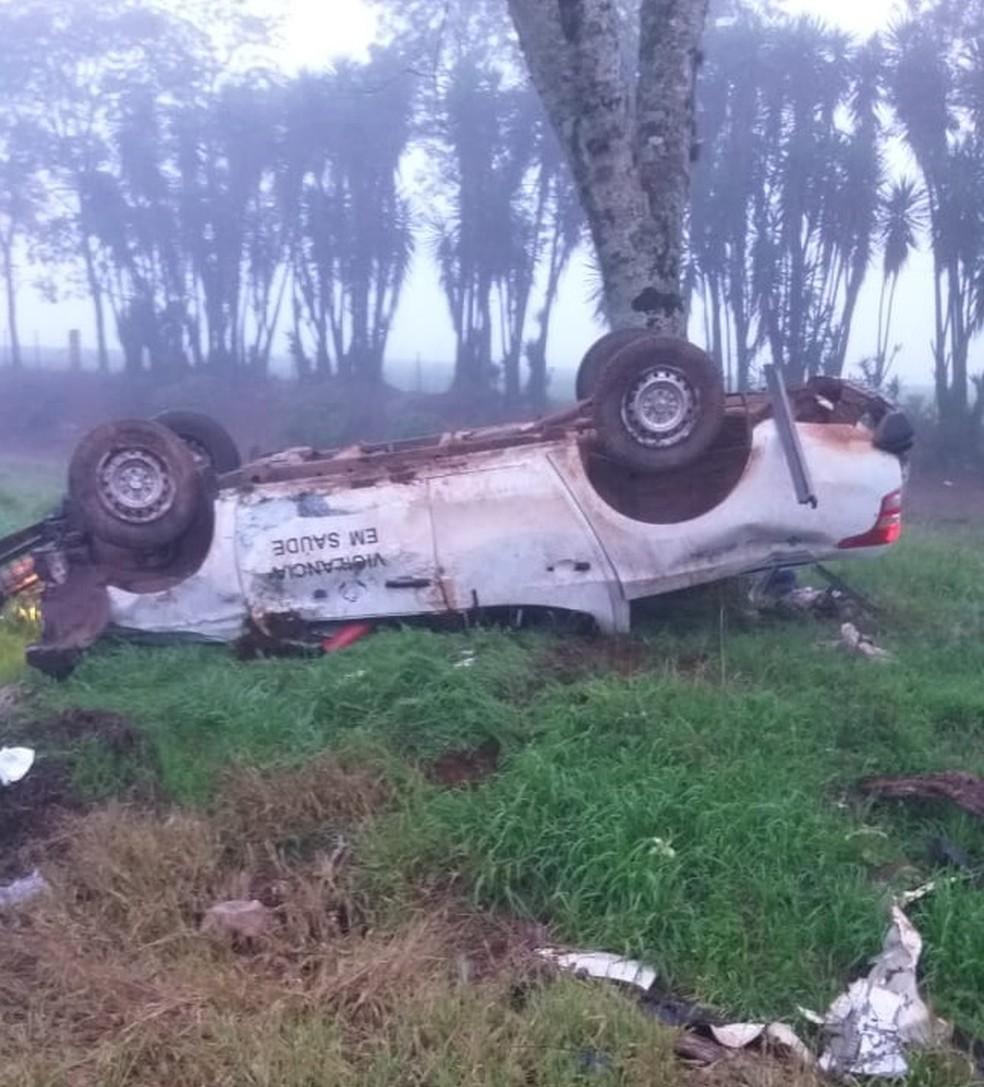 Motorista perdeu o controle do veículo e saiu da estrada — Foto: Fabio Marangon