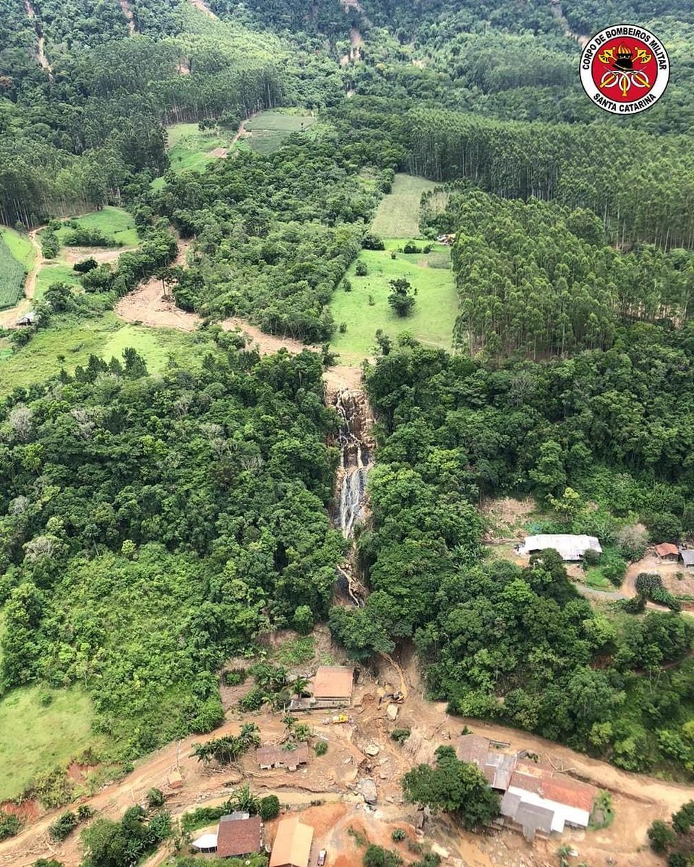 Bombeiros dimensionaram as áreas afetadas pelo temporal em Presidente Getúlio durante sobrevoo desta sexta-feira (18) — Foto: Divulgação/ Corpo de Bombeiros