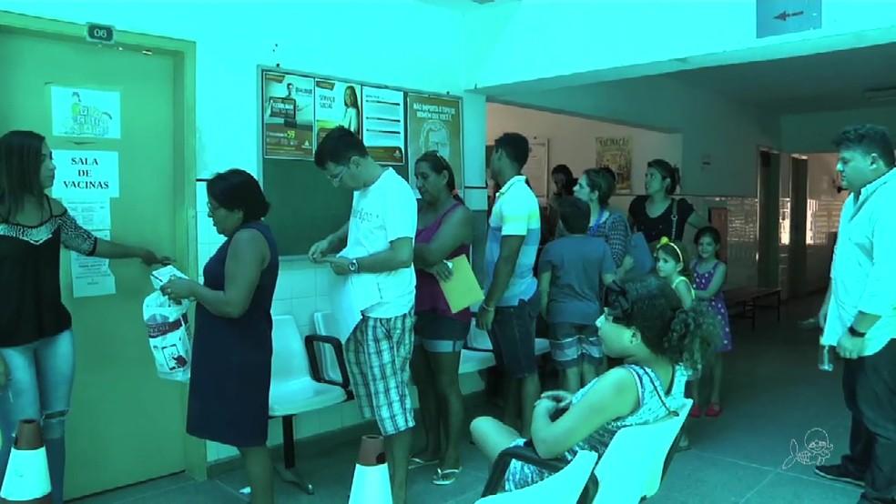 Turistas que visitam Fortaleza procuram vacina contra febre amarela na capital cearense antes de retornarem ao estado de origem, diz Secretaria da Saúde (Foto: TV Verdes Mares/Reprodução)