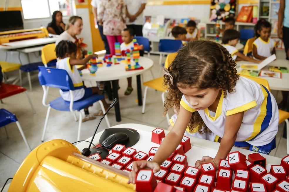 PE prorroga suspensão de aulas presenciais para crianças e adolescentes nas redes pública e particular
