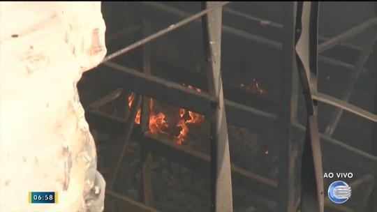 Incêndio em distribuidora da Zona Sul de Teresina já dura quase 24 horas