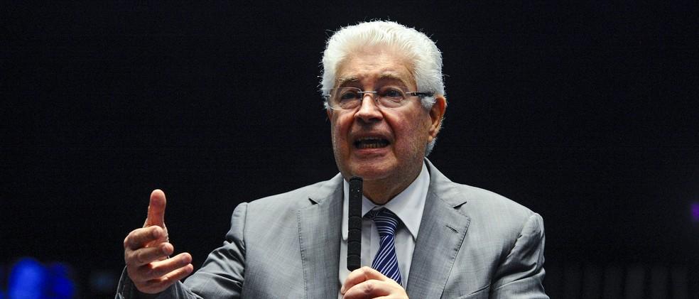 O senador Roberto Requião (MDB-PR), durante discurso no plenário, em imagem de 12 de julho — Foto: Edilson Rodrigues/Agência Senado