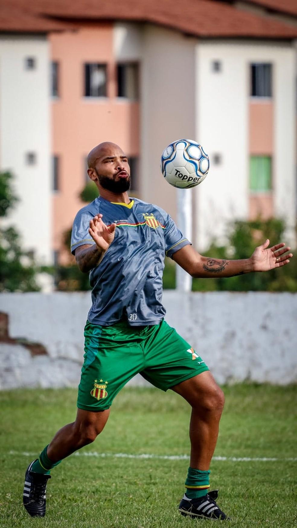 ... Paulo Sérgio sofre lesão muscular e desfalca nesta quinta contra o  Ceará — Foto  Lucas 80c50b94c0748