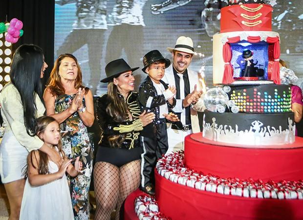 Simone e Kaká Diniz celebram o aniversário do filho, Henry (Foto: Guirlanda Lima/ Brazil News)
