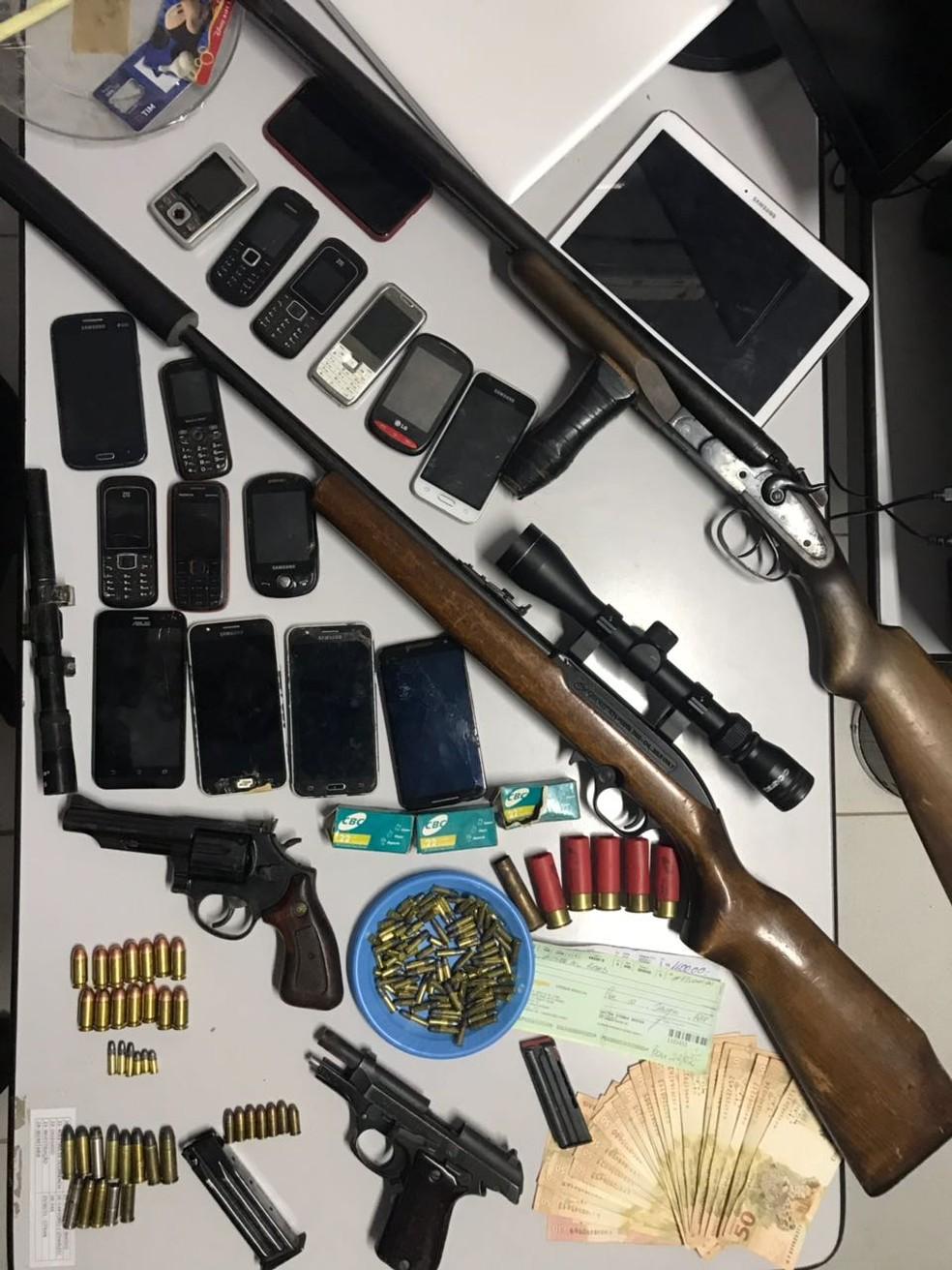 Material apreendido com os suspeitos em Pinhalzinho (Foto: Polícia Civil/Divulgação)