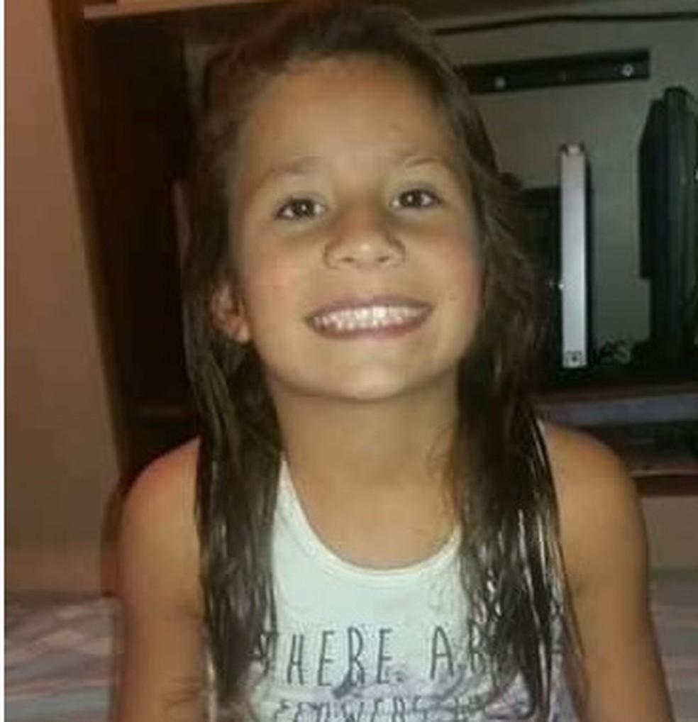 Eduarda Herrera, de 9 anos, foi raptada enquanto brincava na rua de casa, na noite de domingo (21).  — Foto: Arquivo pessoal