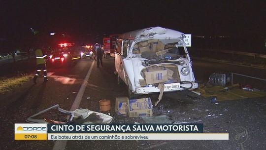 Colisão entre perua e caminhão deixa motorista ferido em rodovia de Brodowski