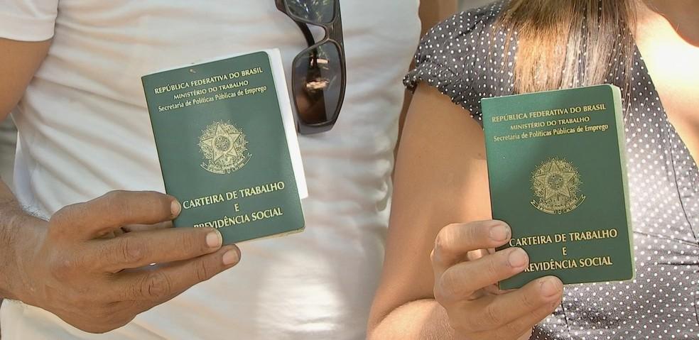 Venezuelanos fazem carteiras de trabalho e buscam emprego em Cuiabá (Foto: TV Centro América)