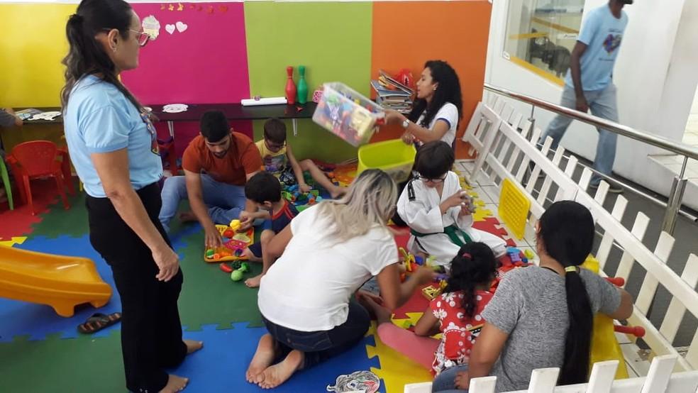 106d81ad61 ... Crianças com autismo participam de brincadeiras durante evento — Foto   Victor Vidigal G1