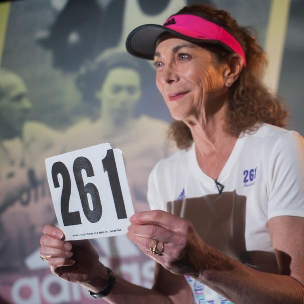Kathrine Switzer com o número 261, que foi rasgado durante o incidente em Boston (Foto:  Kiroy Filmes)
