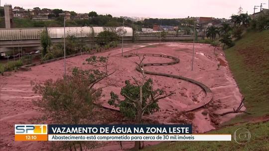 Vazamento de água compromete fornecimento a 100 mil pessoas em SP