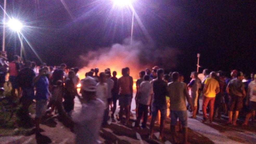 Protesto de caminhoneiros em Toritama (Foto: WhatsApp/Reprodução)