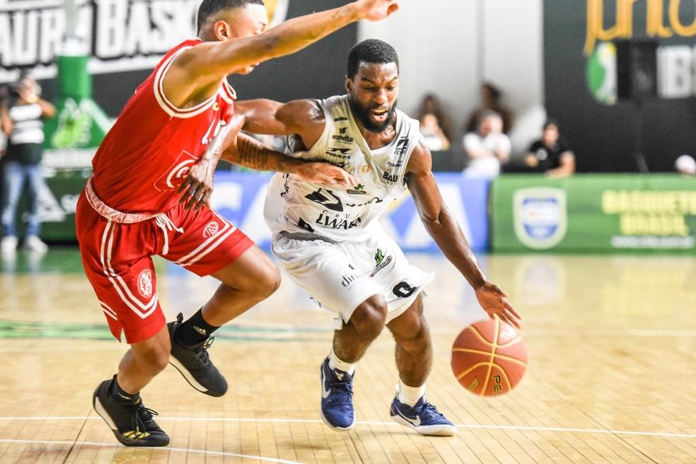 Anthony anotou 12 pontos, mas acabou excluído da partida no último período após a quinta falta  (Foto: Victor Lira/Bauru Basket)