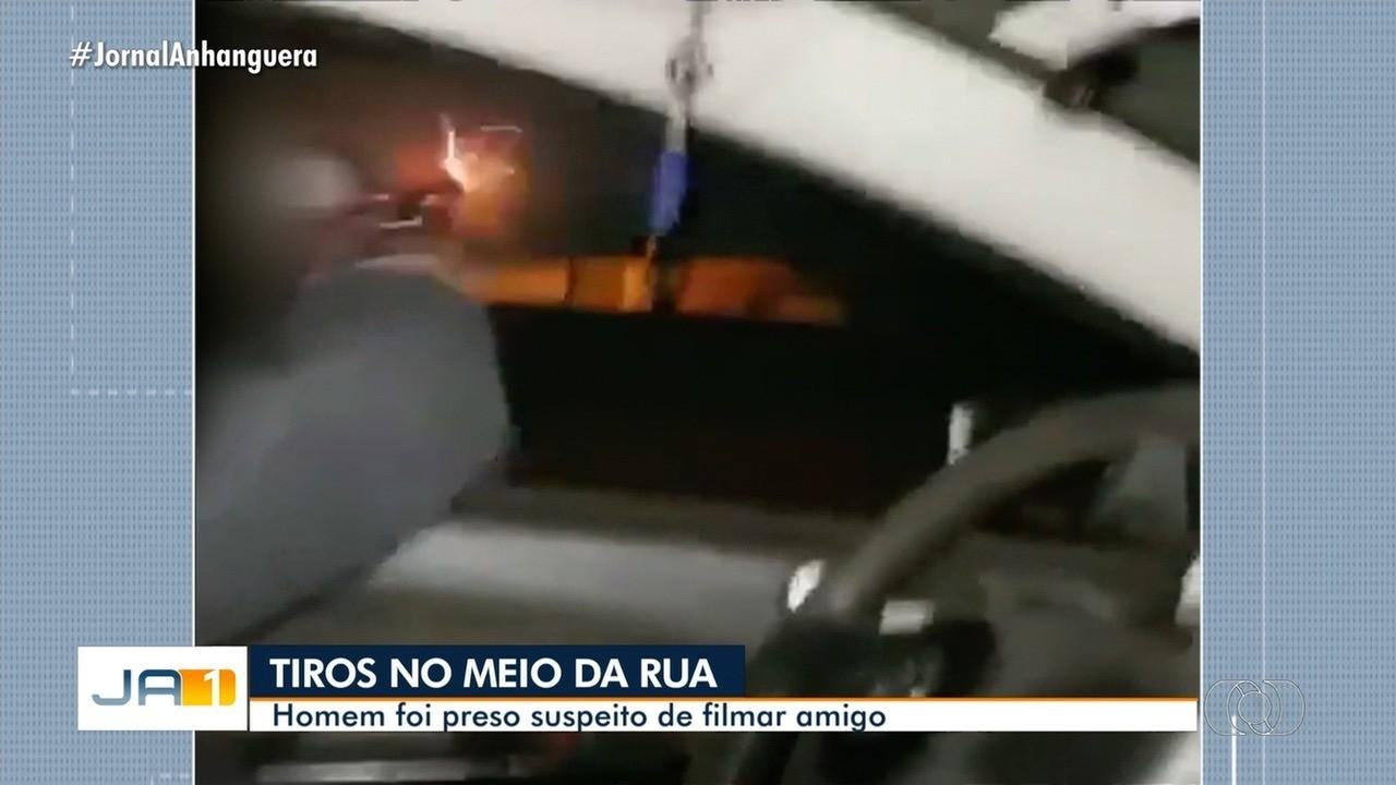Homem é preso suspeito de filmar amigo atirando no meio da rua, em Goiânia