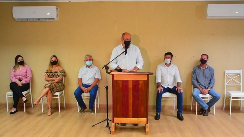Prefeito de Franca (SP), Alexandre Ferreira (MDB), e prefeitos da região durante anúncio de medidas mais restritivas contra a Covid — Foto: Reprodução/Facebook