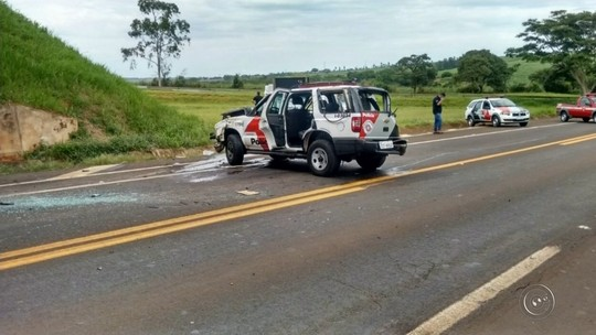 Viatura da PM bate em viaduto durante escolta de detentos em Borborema