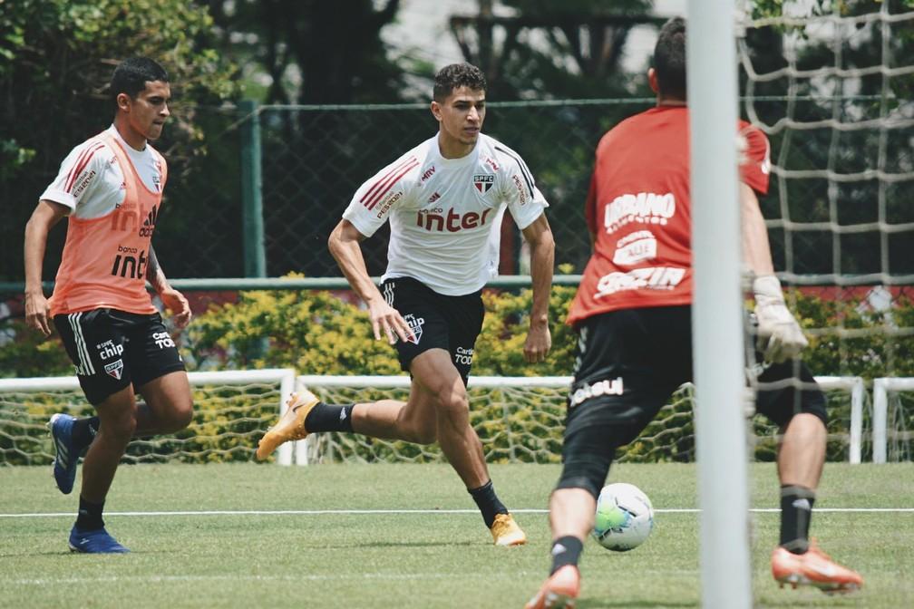 Vitor Bueno e Rodrigo Nestor em treino do São Paulo — Foto: Divulgação/São Paulo