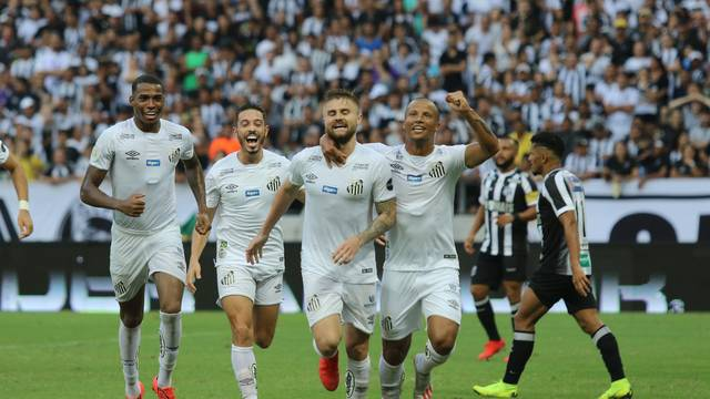 Sasha fez o gol da vitória do Santos sobre o Ceará