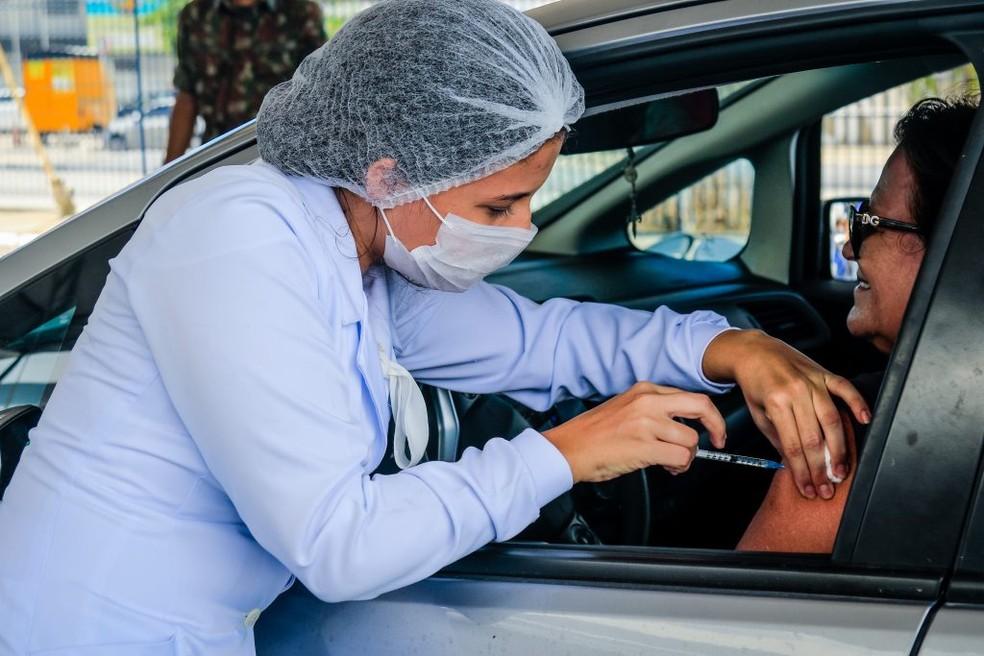 Prazo de vacinação para idosos a partir de 83 anos termina neste sábado em Maceió — Foto: Secom SMS