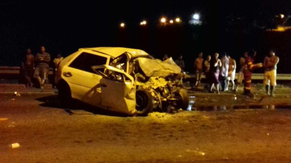 Carro fica destruído após acidente que matou motorista em Conceição da Barra, no ES — Foto: Divulgação/ PRF