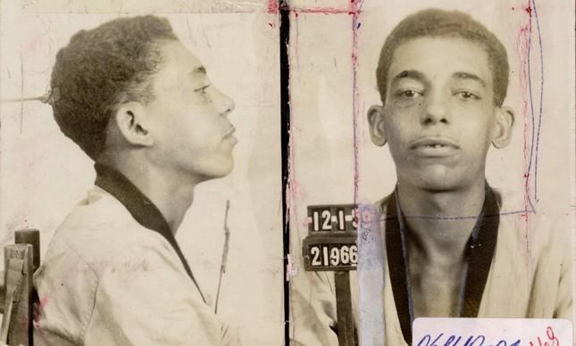 O suspeito Manoel Moreira, mais conhecido como Cara de Cavalo, em foto de 1959