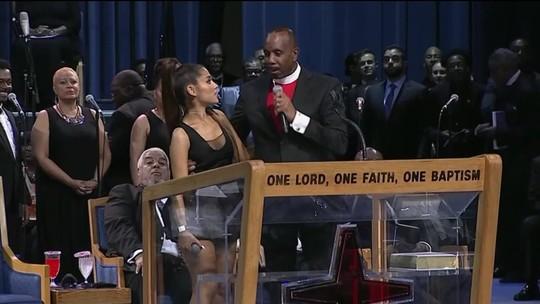 Pastor acusado de assediar cantora Ariana Grande pede desculpas
